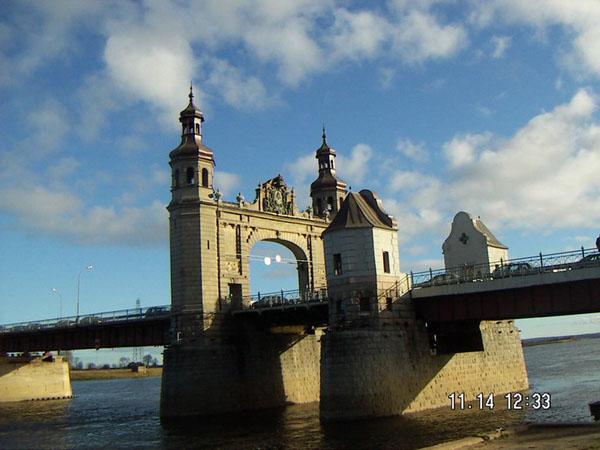 Город сообщается с Литвой мостом